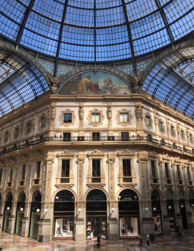 MILAN GUIDE TOURS - GALLERIA IN CENTRE OF MILAN